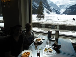 Lake Louise visto do restaurante do Fairmont Hotel.